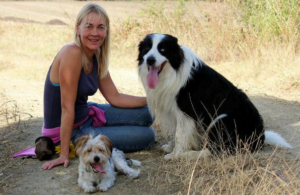 Jeanette med parrets to hunde